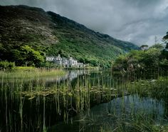 http://blog.endacavanagh.com/wp-content/oqey_gallery/galleries/galway/galimg/kylemore_abbey_co-_galway(pp_w880_h692).jpg