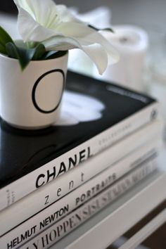 homevialaura | Chanel | Kelly Hoppen | Helmut Newton | coffee table books | white lily | Bloomingville letter mug