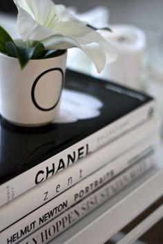 homevialaura | Chanel | Kelly Hoppen | Helmut Newton | coffee table books | white lily | Bloomingville letter mug