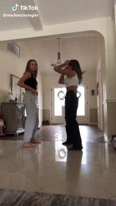 Maddie & Mackenzie Ziegler - TikTok Maddie and Mackenzie Ziegler - TikTok Dance Moms Videos, Dance Moms Funny, Dance Moms Dancers, Dance Choreography Videos, Dance Moms Girls, Dance Moves, Mack Z, Maddie Mackenzie, Mackenzie Ziegler Boyfriend