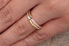 Anello Mobius con diamanti, anello in oro massiccio Mobius, diamanti ANELLO MOBIUS 14k, anello in oro, gioielli di nozze, MOBIUS amicizia anello, anello di damigella d'onore di fattoamanou su Etsy https://www.etsy.com/it/listing/488084113/anello-mobius-con-diamanti-anello-in-oro