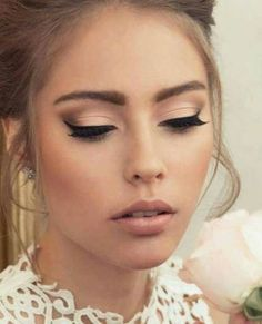 35 Simple Everyday Makeup Looks for Any Season 35 Simple Everyday Makeup Looks for Any Season; easy everyday makeup looks; natural makeup looks. Simple Wedding Makeup, Wedding Makeup Tips, Wedding Makeup Looks, Wedding Beauty, Trendy Wedding, Vintage Wedding Makeup, Prom Makeup, Hair Wedding, Bridal Beauty