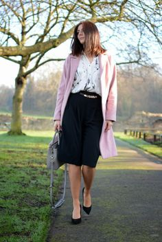 Blogger Emma Hill of EJSTYLE works transitional style in our cute black culottes #riverisland #bloggerstyle