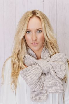 Knitted Bow Scarf Chunky Neck Warmer Vanilla by ThreeBirdNest... love this