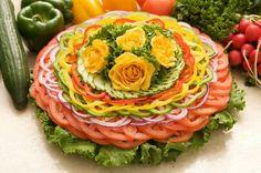 Blume A Food, Good Food, Food And Drink, Food Art, Food Sculpture, Food Garnishes, Veggie Tray, Food Decoration, Food Platters
