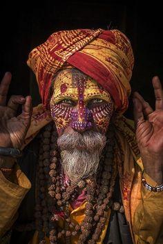 Sadhu Indiano, considerado no hinduísmo um homem místico.