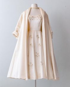India 2019 outfit inspiring ladies dress vintage outfits fashion fashion vintage dresses fancy dresses india 2019 outfit inspiring ladies dress 21 affordable clothing websites you didn t know about Vintage Fashion 1950s, Mode Vintage, Retro Fashion, 1950s Fashion Dresses, Vintage India, 1950s Style Dresses, 1950s Prom Dress, 1950s Fancy Dress, Ladies Fashion