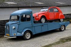 Citroën H carrying Citroen 2CV