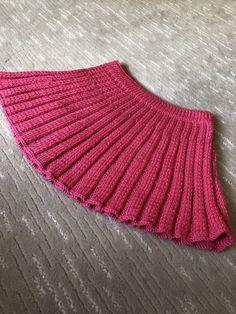 Girls Knitted Dress, Knit Dress, Knitting For Kids, Baby Knitting Patterns, Diy Diwali Decorations, Knit Vest Pattern, Diwali Diy, Knit Fashion, Mantel