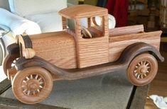 Este carro es similar a la réplica de camión de Waltons otros en mi tienda, un Ford de 1931. Pero éste es de roble y nogal, mientras que el otro está hecho de arce. Mide aproximadamente 12 largo x 6 de ancho x 5 de alto. Puede ser utilizado como un juguete o como una pieza de