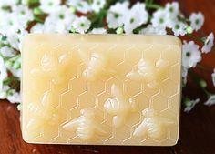 Beehive Plastic Soap Mold van latherandlotions op Etsy