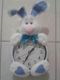 felt time relogio buny - Google keresés Christmas Clock, Christmas In July, Christmas Crafts, Foam Crafts, Diy And Crafts, Arts And Crafts, Rabbit Crafts, Diy Clock, Sewing Rooms