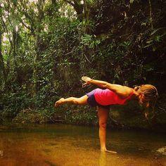 Yoga nella cascata, Garopaba, Brazil www.yoganride.com