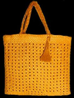 Pathway: little is known of the weaver of this kete whakairo. It was purchased by the Auckland Museum 1995 from Peter Webb Galleries. A tag attached indicates it may have been woven in Flax Weaving, Diy And Crafts, Paper Crafts, Maori Designs, Maori Art, Paper Trail, Weaving Techniques, Cotton Linen, Woven Bags
