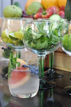 gin and tonic bar. i love this idea, and soo cute served inside the wine glasses! Party Drinks, Fun Drinks, Yummy Drinks, Beverages, Cocktails, Gin Recipes, Gin Bar, Gin Lovers, Gin And Tonic