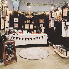 Enclosed booth with open ceiling and lighting with a sprinkle of plants. Pop up shops Vendor Displays, Craft Booth Displays, Booth Decor, Vendor Booth, Display Ideas, Booth Ideas, Market Displays, Vendor Table, Stall Display
