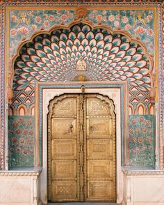 What an entrance 🦚 This is the Lotus Gate, one of four different gates at The City Palace in Jaipur, India. Each represents a different season and is dedicated to a different deity. The intricacy of these gorgeous designs are just something else, don't you think? Totally captivating, I might have to book a trip to go and see their beauty for myself! ✈️ Via @christine.chitnis