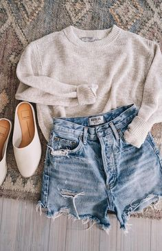 Neutral Outfits for Spring Jess Ann Kirby Ann Jess Kirby neutral Outfit Denim Cutoff Shorts, Mode Outfits, Fashion Outfits, Fashion Women, Women's Fashion, Fashion Shorts, Fashion Sandals, Denim Fashion, Winter Fashion