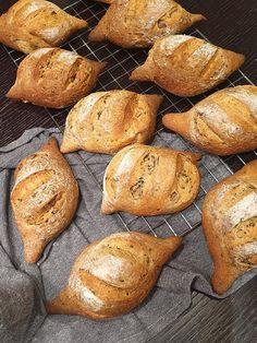 Zrniečkové žemle Potatoes, Bread, Vegetables, Food, Basket, Meal, Potato, Essen, Vegetable Recipes