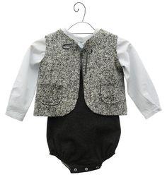 Buscas el regalo perfecto para un bebé? Entra en www.nicolete.es... Total look de violeta e federico