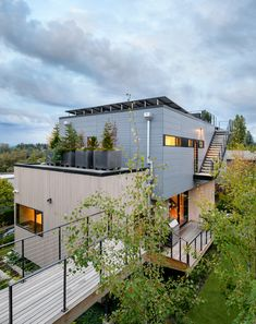 Image 6 of 20 from gallery of Stack House / Lane Williams Architects. Photograph by Will Austin Rooftop Design, Seattle, Futuristic Home, Bamboo House, Water Collection, Concrete Houses, Zaha Hadid Architects, Open Plan Living, Cladding