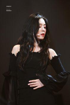– Many of the trainees thought Irene to be scary because she didn't speak much. Seulgi, Kpop Fashion, Korean Fashion, Fashion Hub, Snsd, Irene Red Velvet, Black Velvet, Black Off Shoulder Top, Velvet Fashion
