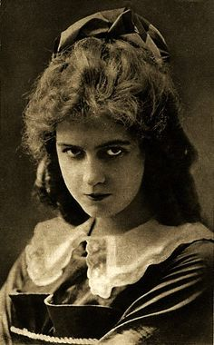 Dorothy Gish. She co-starred in many films with her older sister Lillian, but became well known on her own. Often doing comedy.