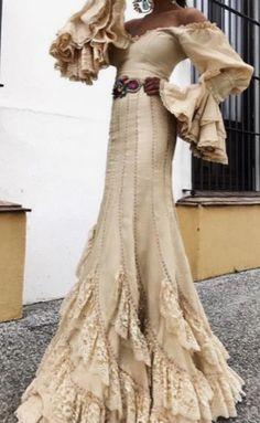 Gypsy Dresses, Dance Dresses, Flamenco Dresses, Spanish Dress, Spanish Style, African Fashion Dresses, Fashion Outfits, Flamenco Costume, Dressed To The Nines