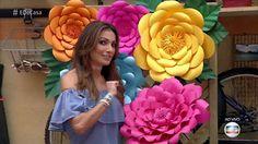 Como fazer flor de papel: confira o passo a passo | como fazer | gshow Paper Flowers Craft, Large Paper Flowers, Tissue Paper Flowers, Giant Paper Flowers, Big Flowers, Flower Crafts, Flower Art, Paper Crafts, Teachers Day Card