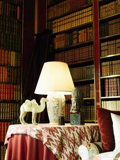 Mark Hampton & Parish Hadley - Design - A side table and accessories in the Park Avenue apartment of Brooke Astor, which was designed by Parish Hadley and Mark Hampton Portsmouth, Albert Hadley, Library Room, Cozy Library, Reading Library, Study Rooms, Home Libraries, Red Rooms, World Of Interiors