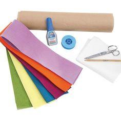 Você ira precisar de: cartolina para molde, feltro branco e colorido (de preferencia ao mais grossos), linha de pesca, cola de tecido, tesoura, lápis e algo para fixar a nuvem na parede (adesivo, preguinho....)