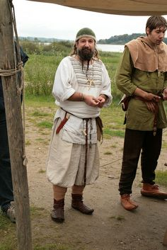 Reenactor with Rus-style kaftan and baggy trousers, and another with Danish garb (narrow trousers, Viborg tunic). Haithabu, 2011.
