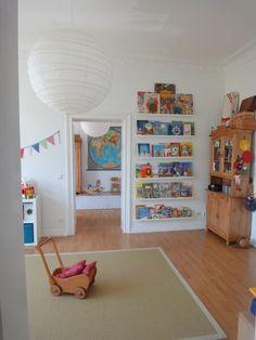 Tolle Idee für ein Bücherregal für Bilderbücher!