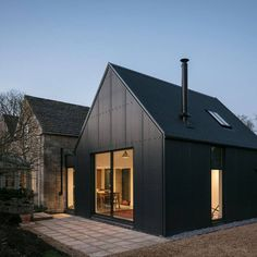 Home Interior Salas Eastabrook Architects adds corrugated metal extension to Cotswolds cottage.Home Interior Salas Eastabrook Architects adds corrugated metal extension to Cotswolds cottage Metal Cladding, Metal Siding, Cottage Extension, Modern Barn House, Black House Exterior, Shed Homes, Barn Homes, Corrugated Metal, Corrugated Roofing