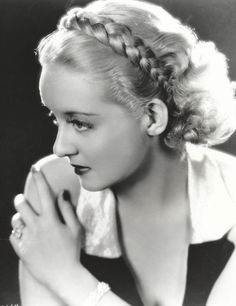Actress Bette Davis Wearing Hairstyle by Percy Westmore, 1934 Old Hollywood Glamour, Golden Age Of Hollywood, Hollywood Stars, Classic Hollywood, Vintage Hollywood, Hollywood Divas, Hollywood Actresses, Sophie Dahl, Marion Davies