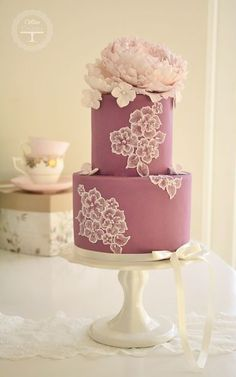 We've found some absolutely stunning cakes covered in gold and pink that deserve to be recognized. Whether you like a hint of sparkle, a burst of gold, or a slight blush of pink, you'll find these ...