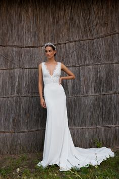The FOLK bridal collection merges traditional Hungarian folk-art shapes and design elements with Daalarna's feminine and sophisticated signature style. Sheath Wedding Gown, Boho Wedding Dress, Wedding Dresses, Bridal Collection, Dress Collection, Hippie Stil, Designer Wedding Gowns, Stunning Dresses, Couture