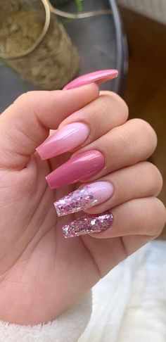 We're heading to Spring and warmer weather just around the corner. It's time to change your nails look. Spring is a season of blooming. Acrylic Nail Designs Glitter, Nail Art Designs, Pink Glitter Nails, Pink Ombre Nails, Summer Acrylic Nails, Best Acrylic Nails, Acrylic Nail Designs For Summer, Pink Tip Nails, Short Pink Nails