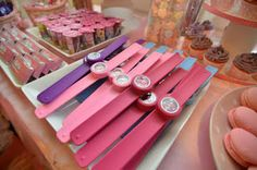 slapbands Bella is baking: Barbie Princess and the Popstar Party