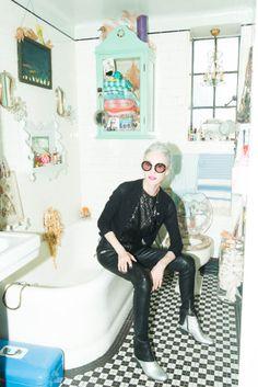 Linda Rodin/ The Coveteur Rodin, Quirky Fashion, 90s Fashion, Retro Fashion, Classic Style, Style Me, Heather Taylor, The Coveteur, Prada