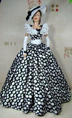 Платье в белый горошек, из атласа, для утонченной леди плантаторского Юга.