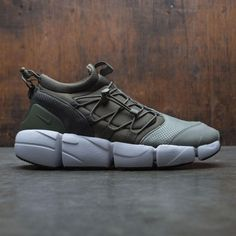 Men's Nike Air Footscape Utility DM Shoe combines the comfort of a neoprene bootie with the iconic outsole of the Footscape shoe. Two toggles with cinching systems allow you to adjust the fit for a locked-down feel. Kicks Shoes, On Shoes, Me Too Shoes, Shoe Boots, Shoes Men, Sports Footwear, Buy Shoes Online, Sneakers Fashion, Casual Shoes