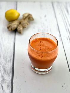 Get this healthy carrot juice recipe that includes a red apple, a bunch of carrots, ginger root and lemon squeeze! Fresh Turmeric Root, Fresh Ginger, Green Juice Recipes, Coconut Custard, Variety Of Fruits, Juicy Fruit, How To Squeeze Lemons, Food Pictures, Sugar Free