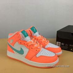 Dr Shoes, Swag Shoes, Cute Nike Shoes, Cute Sneakers, Hype Shoes, Me Too Shoes, Jordan Shoes Girls, Girls Shoes, Zapatillas Nike Basketball