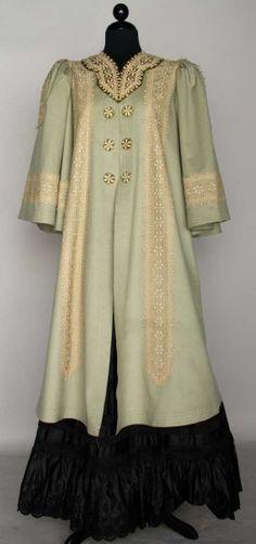 BLUE WOOL EDWARDIAN COAT, c. 1908