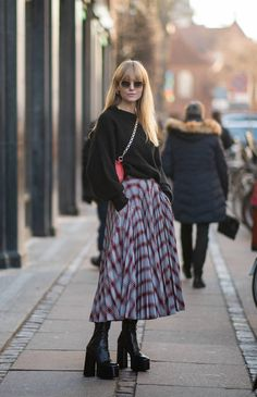 The Fall Ankle Boot Trend I'm Buying Before Everyone Beats Me to It - How to style platform boots Source by livlykkeandme - Platform Boots Outfit, Platform Ankle Boots, Estilo Unisex, Look Fashion, Fashion Outfits, Winter Fashion, Fashion Walk, Runway Fashion, Fashion Trends