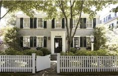 Looks like the house Annie Banks lived in, love it.  Such a classic!