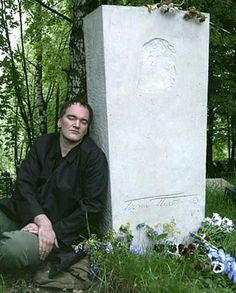 2004. Quentin Tarantino leaning by the tomb of Boris Pasternak, his literary idol since childhood