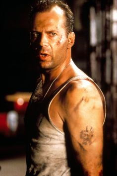 Bruce Willis and Samuel L. Jackson co-star in the action crime thriller/sequel film Die Hard: With a Vengeance 112052 Bruce Willis, Best Action Movies, Action Film, Awesome Movies, Funny Movies, Hard Movie, Movie Tv, Die Hard 1988, Best Christmas Movies