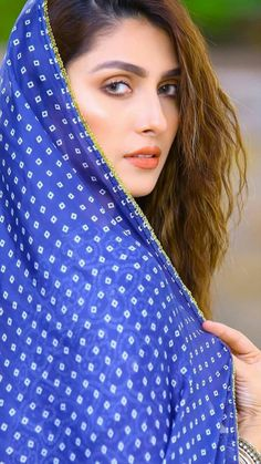 Pakistani Girl, Pakistani Actress, Pakistani Outfits, Bollywood Actress, Indian Actress Photos, Indian Actresses, Ayeza Khan, Stylish Girl Images, Cute Girl Photo